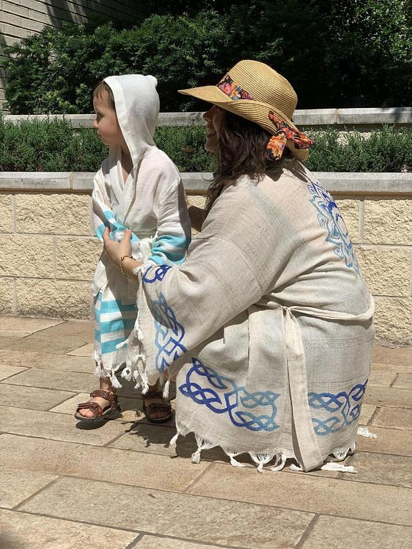 pavotail-chester-blue-hooded-kids-bathrobe-08-scene