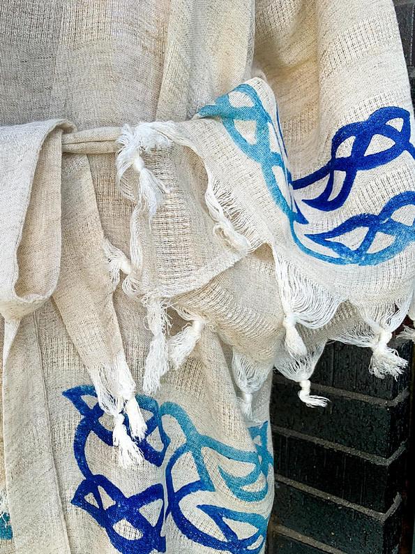 pavotail-great-falls-blue-linen-kimono-robe-05-details